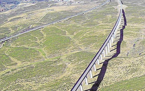Adif da los primeros pasos para electrificar la línea de AVE entre Plasencia y Badajoz (HOY.es)