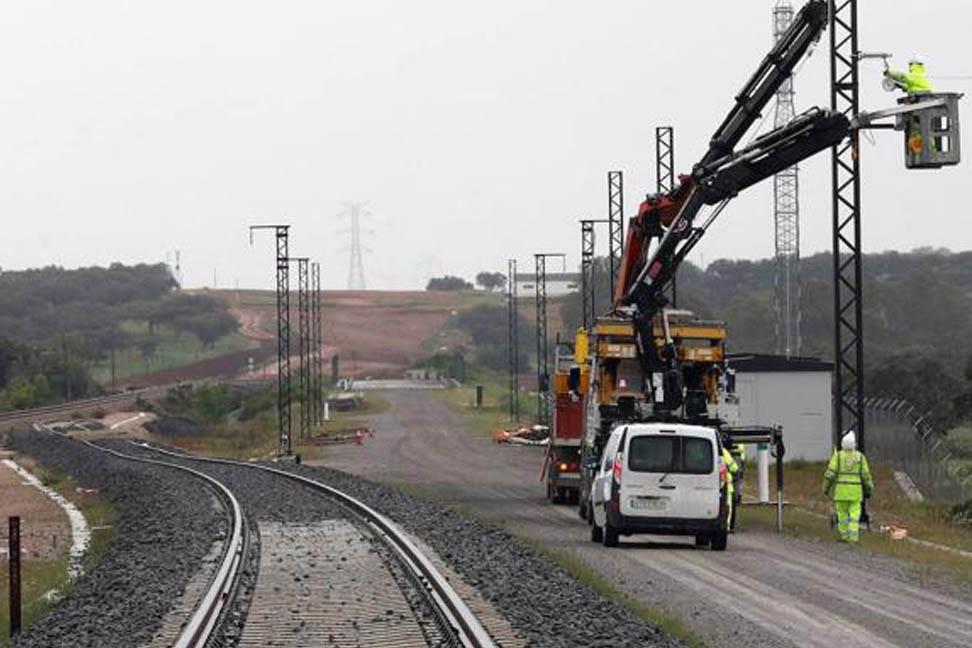 Adif destina 33 millones a electrificar la alta velocidad de Mérida a Badajoz